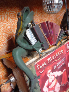 frog musette mail